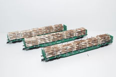 Fleischmann H0 - 525407 - 3 Stake carriages (On Rail) type Rnoos with timber cargo