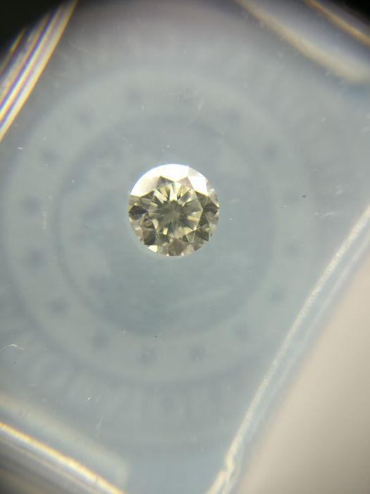 0.30 ct Round cut diamond K VVS2