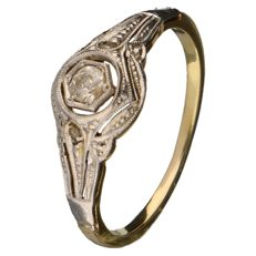 Yellow gold Art Deco ring with diamonds, one of which is 0.08 ct and two of which are 0.005 ct, 0.09 ct in total.