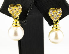 18 kt yellow gold earrings with Akoya pearl meausring 8.30 mm.