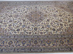 Wonderfully beautiful Persian carpet Kashan/Iran 400 x 297 cm, end of the 20th century. In excellent condition