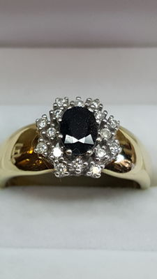 14 kt yellow gold ring set with 0.32 ct in diamonds and 0.40 ct sapphire.