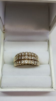 Stunning solid 14 kt yellow gold ring with 2.50 ct of diamonds, now with a lowered reserve price! Last chance