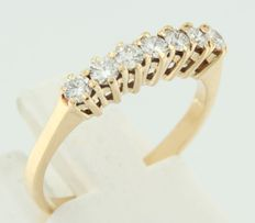 18 kt yellow gold ring set with a row of 7 brilliant cut diamonds, ring size 17.5 (55)