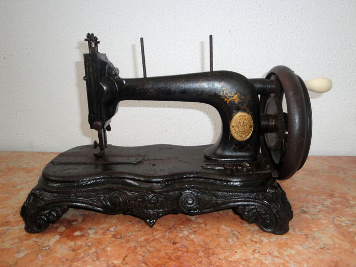 A Clemens Müller Dresden Antique Hand Cranked Sewing Machine Mesmerizing Muller Sewing Machine