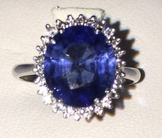 Ring with approx. 3.60 ct sapphire and approx. 0.70 ct in diamonds