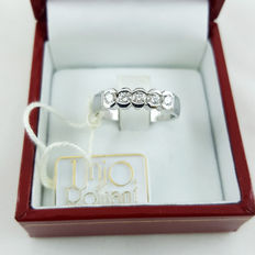 White gold ring with 5 diamonds totalling 0.34 ct, colour: G, clarity: VVS - ***No reserve price***