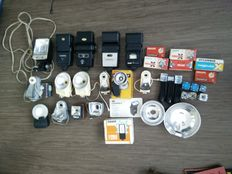 Lot 18 flashes and flash bulbs
