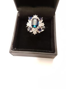 Cocktail ring with natural sapphire and brilliants in total 2, 13 ct