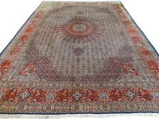 """Moud - 352 x 253 cm - """"Oversized finely knotted Persian eye catcher in a beautiful condition"""" - Please note:  No reserve price. Bidding starts at €1."""