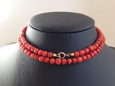 Old Dutch precious coral necklace with 14 karat gold clasp, long model