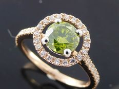 Rose gold ring with an exclusive intense fancy olive green diamond and 40 diamonds of 1.07 ct in total