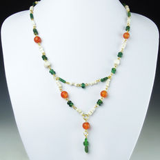 Necklace with Roman green glass, shell and carnelian beads, including clasp - 45,5 cm