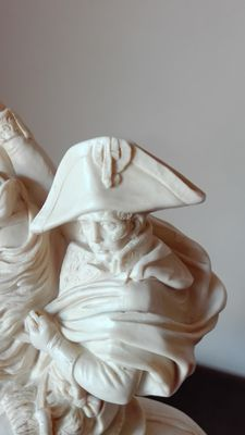 A. Santini, signed - gorgeous sculpture in resin of Napoleon Bonaparte - Italy - 2nd half 20th century.
