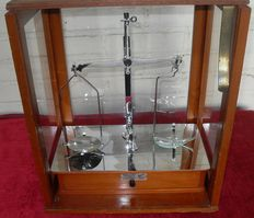 Pharmacist scale with miligram weights - Sheffield - England - ca. 1920