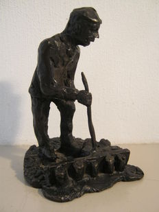 "Jaap Hartman - Signed and numbered bronze sculpture - ''De Steenzetter"" (bricklayer)."