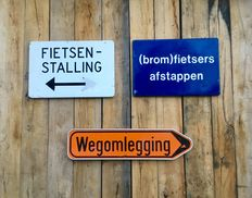 3 vintage aluminium (traffic) signs