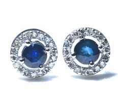 18 kt white gold earrings, set with 36 diamonds of 0.20 ct and with genuine blue sapphires AA, measuring 4 mm..