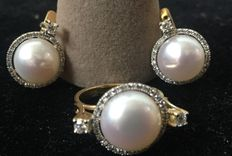 A beautiful cultured freshwater pearl   11.5 mm and diamond earrings set 0.70 ct
