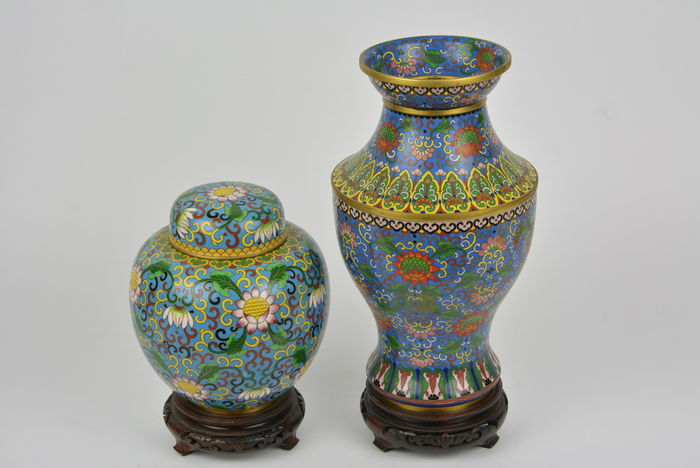 A Set Of Vases In Cloisonn China Middle 20th Century Catawiki