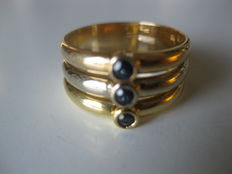 Tricolour 18 kt gold ring with sapphires