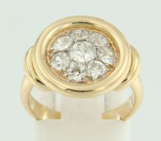 Yellow gold ring of 18 kt set with 8 Bolshevik cut diamonds