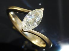 Yellow gold ring with marquise cut diamond of 0.65 ct