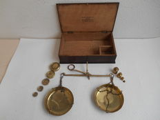 Large wooden box with messing balance and 2 sets of weights - England - approx. 1900