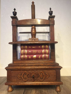 An oak linen or napkin press - Netherlands - circa 1780