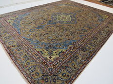 Dreamy beautiful Persian carpet, Kashan/Iran, 365 x 280 cm, end of the 20th century. Top condition - rare colour