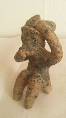 Pre-Columbian earthenware figure from the Nayarit culture – 88 mm