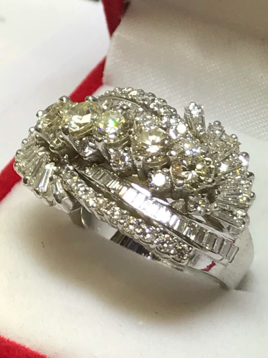 bague en or blanc 18 carats et diamants