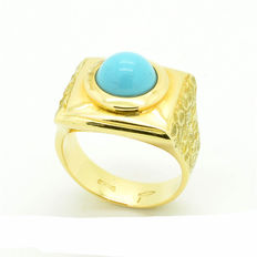 Impressive handmade gold ring with turquoise