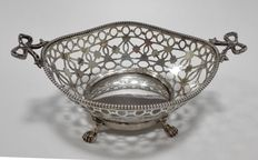 Openwork silver bonbon dish with pearl border on 4 Lions feet - Netherlands, Hoorn, J. Mes - 1918
