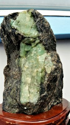 Large natural and rough Emerald deposits and crystals in Biotite matrix - 140 x 120 x 90 mm - 1,784kg