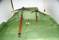 pair of crossbows in perfect condition one is 65 cm and one of 35 cm, dart is 21 cm long, only one present