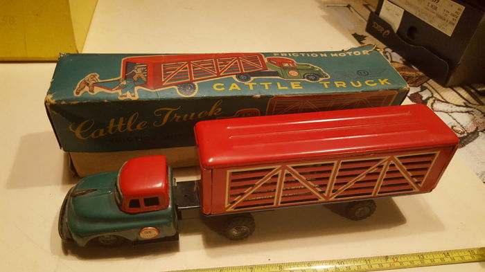 Takatoku, Japan - Length 34 cm - Tin Cattle Truck with friction motor, 1950s