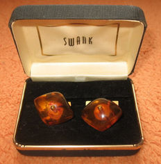 Cufflinks 9 kt with Baltic amber.