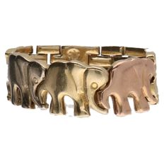 Tricolour gold ring with elephant links