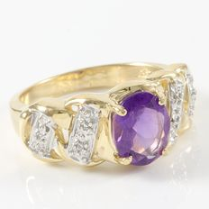 14kt Yellow Gold Ring with 0.08 ct  Diamonds and 2.50 ct Amethyst - size 7.5. No reserve