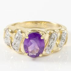 Estate 14kt Yellow Gold Ring  Set with Diamonds and Amethyst