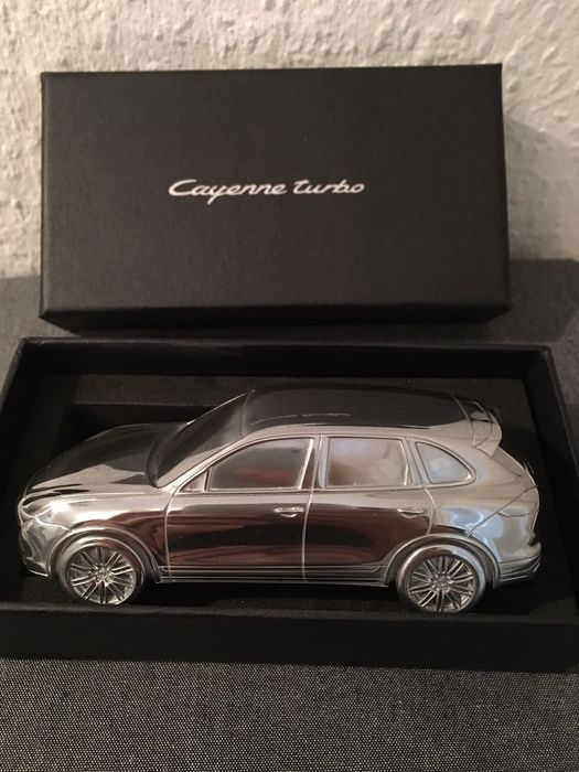 Porsche Cayenne Turbo Briefbeschwerer Massiv Limited Edition Modell ca. 1:43