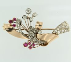 Bi-colour 18 kt gold retro brooch set with ruby and various Bolshevik and rose cut diamonds
