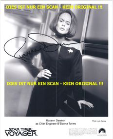 Star Trek Voyager - 2x photos with original signatures - Roxann Dawson and Robert Beltran