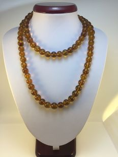 Burma amber necklace, 59.5 g