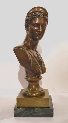 Patinated bronze sculpture representing the bust of Diane de Versailles (Artemis) - France - 19th century.