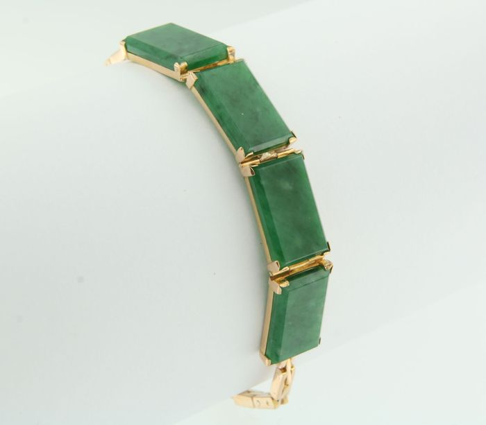 Rose, 18 kt gold, link bracelet set with four rectangular pieces of jadeite.