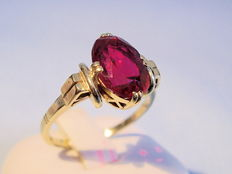 Gold ring with Verneuil ruby circa 2.4 ct