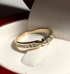 Ring with 15 diamonds, 750/1000 kt yellow gold