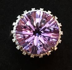 Diamond ring with Amethyst of 12.15 ct and 54 diamonds with a total of 0.38 ct